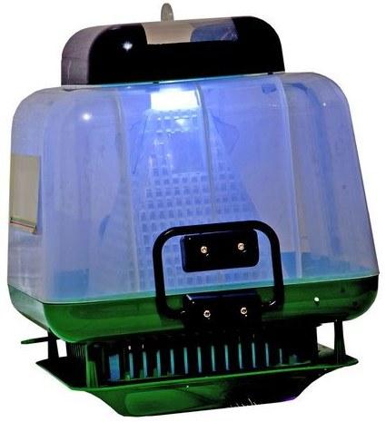 """Благодаря встроенной УФ-лампе ловушка для насекомых """"Мухобей"""" может использоваться в качестве неяркого светильника"""
