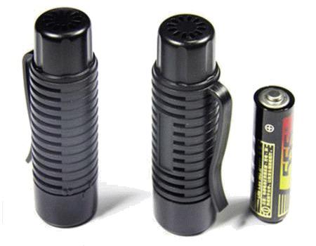 Перед использованием в отпугиватель нужно вставить обычную пальчиковую батарейку
